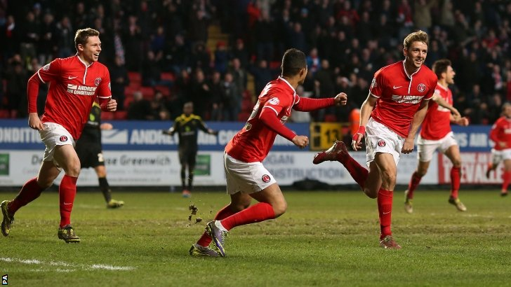 Charlton Athletic's Dale Stephens (right) celebrates scoring the opening goal