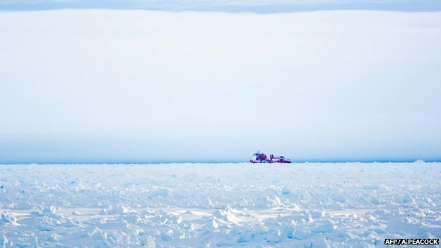 Chinese icebreaker Xue Long in an aborted effort to reach the Shokalskiy 28 December 2013