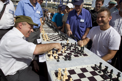 Sharansky playing in a tournament in Israel