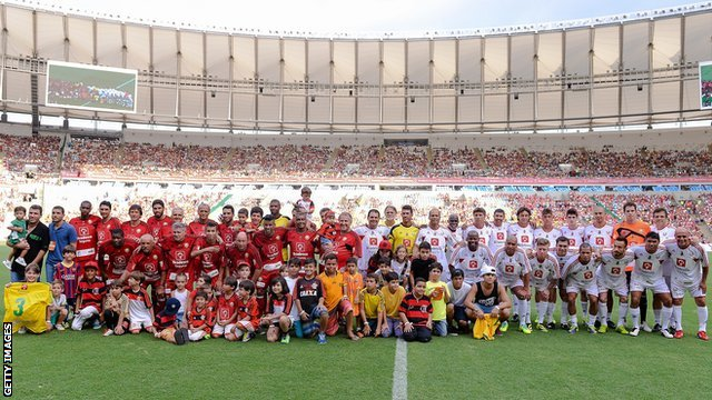 The two squads at the Maracana