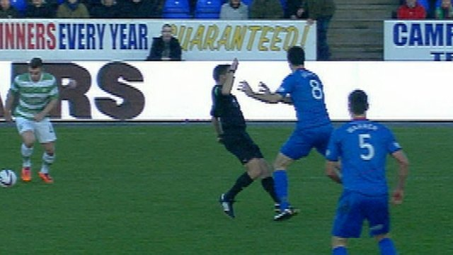 Highlights - The referee is a push-over