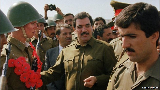 Afghanistan's president Mohammed Najibullah (C) smiles as he meets Red Army soldiers 19 October 1986 in downtown Kabul during a parade shortly before they returned to the Soviet Union