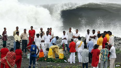islanders making offering