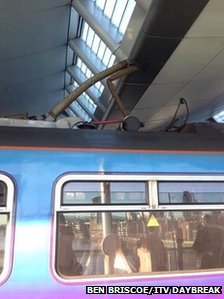 Train hits roof of Blackfriars Station