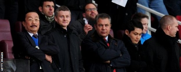 Ole Gunnar Solskjaer with Vincent Tan