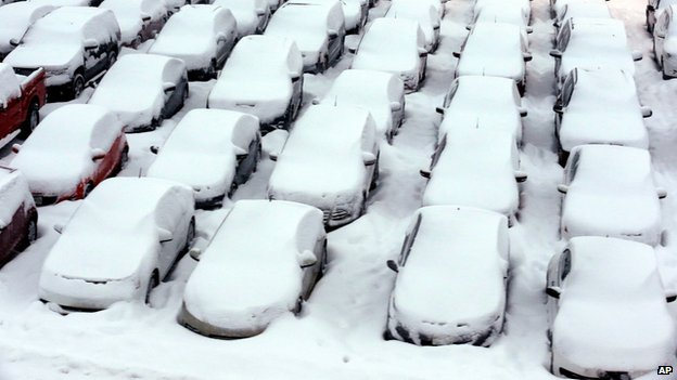 "Cars are covered by snow in rental car parking lot at O""Hare International Airport in Chicago, 2 January 2014"