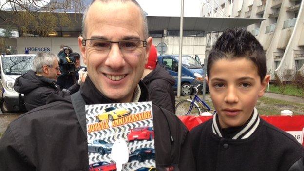 Schumacher fans David and Samuel with birthday card (3 Jan 2014)