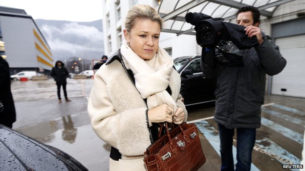 Corinna Schumacher arriving at hospital (3 Jan 2014)