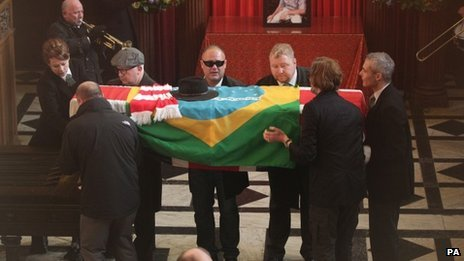 Ronnie Biggs's coffin is carried into Golders Green Crematorium