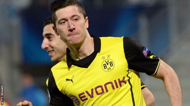 Robert Lewandowski promises to give his all to Borussia Dortmund before joining Bayern Munich.