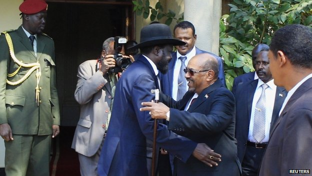 South Sudanese President Salva Kiir (L) and Sudanese President Omar al-Bashir (6 January 2014)