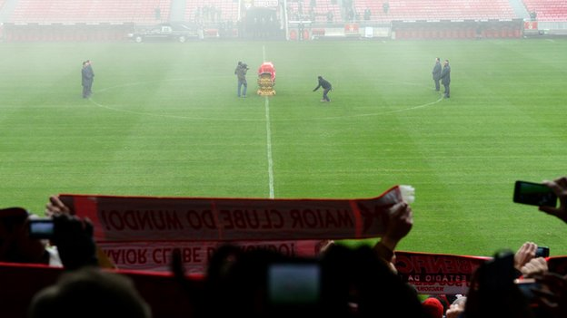 Eusebio honoured at Benfica's Luz stadium.
