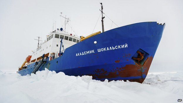 Akademik Shokalskiy stuck in ice, 27 Dec 13