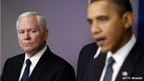 Former Us Defense Secretary Robert Gates (left) and US President Barack Obama in Washington DC on 16 December 2010