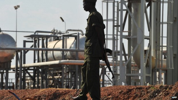 A Southern Sudanese soldier standing next to the infrastructure of an field processing facility in Unity State (file picture - 2010)