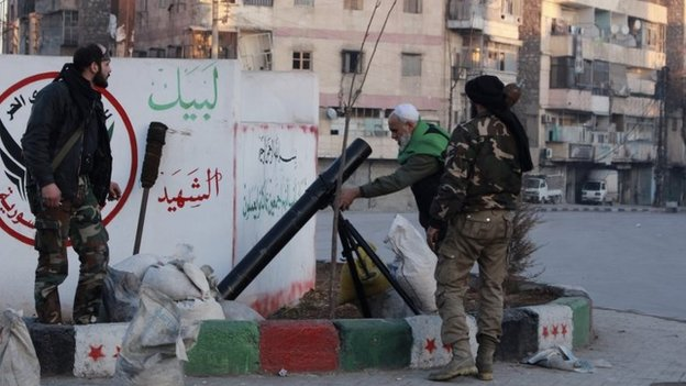 Rebel fighters prepare to fire a mortar at ISIS fighters in Aleppo (7 January 2014)