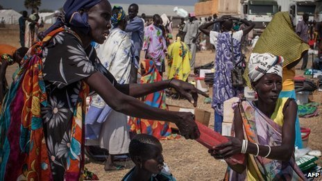 Displaced people at a camp in  South Sudan (8 January 2013)