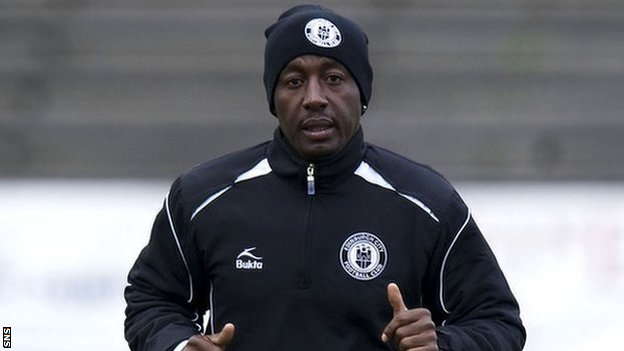 Russell Latapy warms up with Edinburgh City