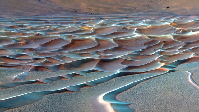 Abstract dunes on Mars