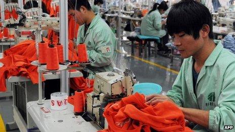 Trabalhadores de uma fábrica na China
