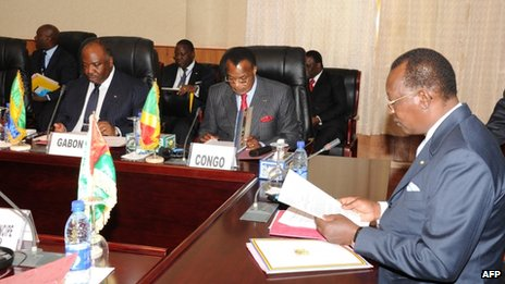 Chadian President Idriss Deby (right) chairs theECCAS  summit