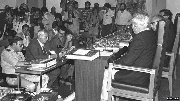 Sharon at Beirut massacres inquiry (1982)