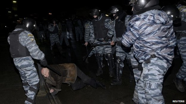 Riot police detain an activist during clashes near a court in Kiev (10 January 2014)