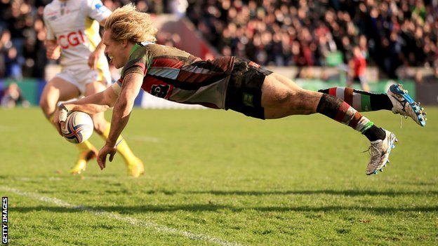 Matt Hopper dives over to score for Harlequins