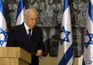 Israeli President Shimon Peres leaves the podium after speaking about Ariel Sharon, 11 January