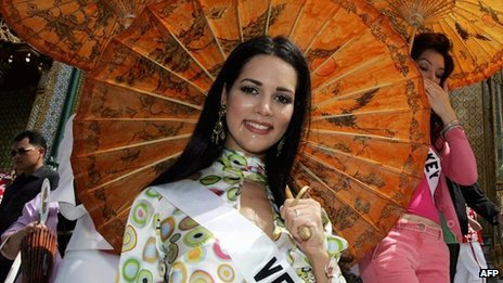 Monica Spear visits the Grand Royal Palace in Bangkok, 11 May 2005