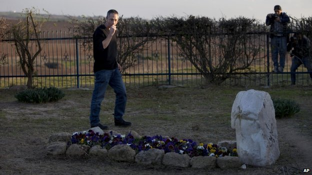 Ariel Sharon's son Gilad visited his mother's grave, where his father is also expected to be buried (11 Jan 2014)