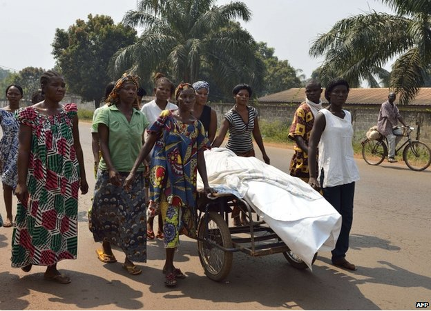 Women escort the body of a man killed by an ex-Seleka rebel in Bangui, 12 January