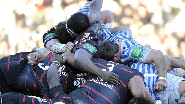 Toulouse and Saracens contest a scrum
