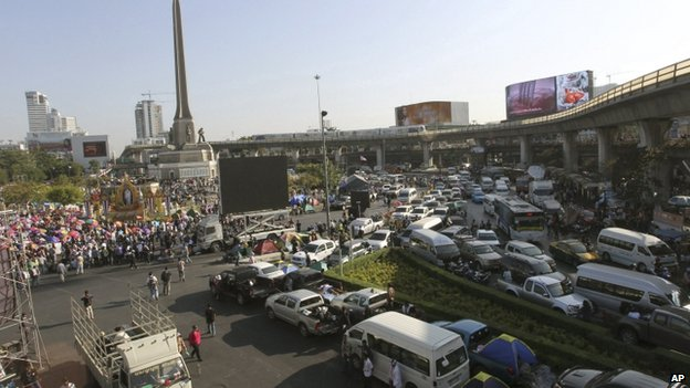 Traffic is forced to a halt at the Victory Monument as anti-government protesters block the street on 13 January 2014, in Bangkok, Thailand