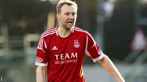 Midfielder Stephen Hughes