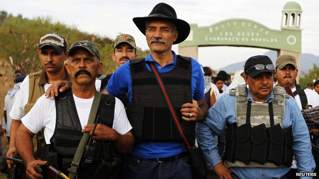 Jose Manuel Mireles (centre) in Michoacan state on 29 December, 2013