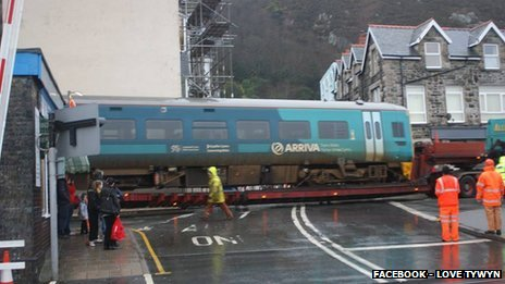 Train carriages moved by road from Barmouth