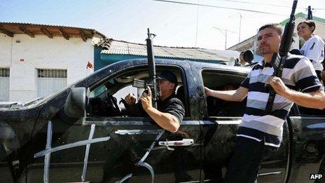 Michoacan vigilantes in Buenavista Tomatla