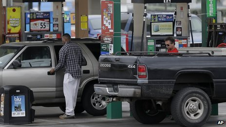 US drivers fill up their cars