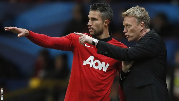 Robin van Persie and David Moyes discuss tactics
