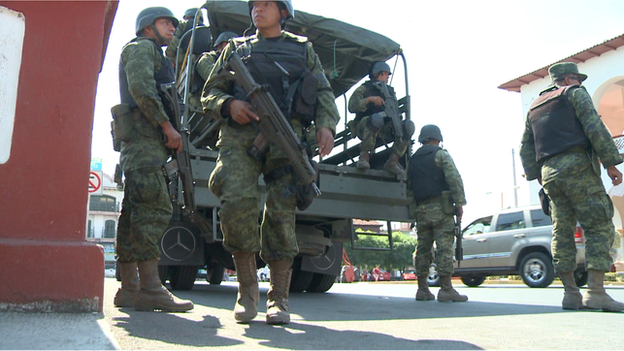 Army in Apatzingan (January 2014)