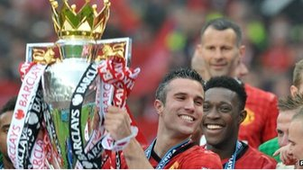 Robin van Persie lifts the Premier League trophy