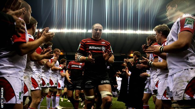 Ulster applaud winning captain Steve Borthwick of Saracens off in 2013