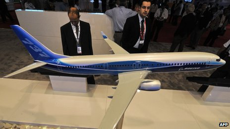People looking at a model of Boeing 737 plane