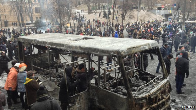 Burned out bus in Kiev (21 Jan 2014)