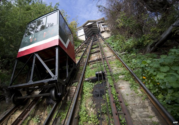 A lift carrying tourists goes downhill in Cerro Alegre (Alegre Hill) August 17, 2010, in Valparaiso, Chile