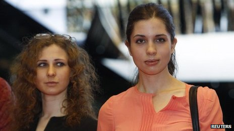 Members of Russian punk rock band Pussy Riot Nadezhda Tolokonnikova and Maria Alyokhina (L) arrive for the inaugural Prudential Eye Awards in Singapore 18 January 2014
