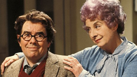 Ronnie Corbett as Timothy Lumsden and Barbara Lott as Phyllis Lumsden in Sorry!