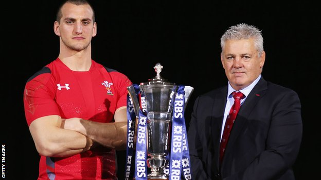 Sam Warburton and Warren Gatland pictured with the Six Nations Trophy