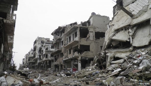 Damaged buildings along a deserted street in the besieged area of Homs (22 January 2014)